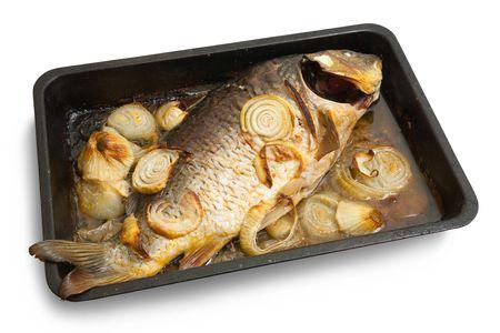 bakplaat: Gegrilde karper vissen op de grill plaat van koken.