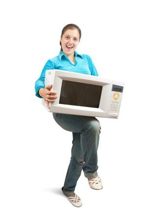microwave oven: Chica en azul con horno microondas. Aislados sobre blanco