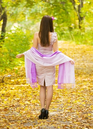 sudarium:  Pretty girl in dress walking outdoors in autumn