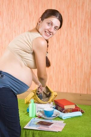 get ready: 9 mesi donna incinta Preparatevi per maternit�. che deve essere presa con s� per maternit�