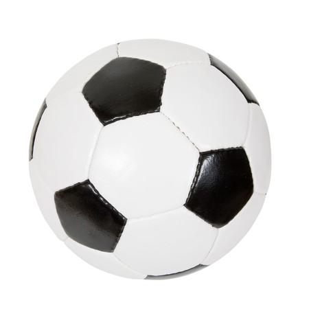 pelota de futbol: bal�n de f�tbol cl�sico. Aislado en blanco con trazado de recorte