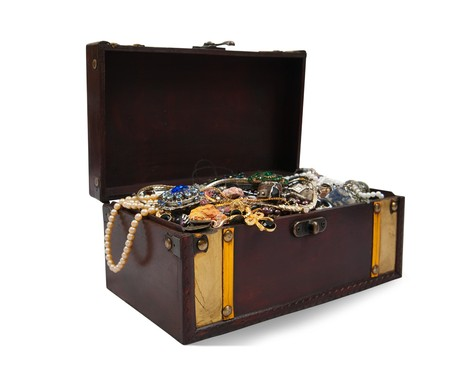 Wooden treasure chest with bijouterie, isolated with  clipping path Stock Photo - 8202597
