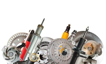 mecanico automotriz: Borde de piezas de autom�vil. Aislados en blanco