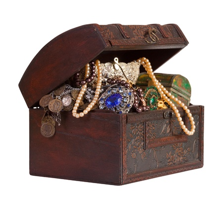 treasure chest: Tronco de madera de tesoro con joyas