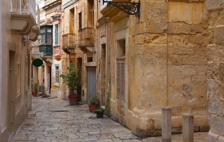 ヨーロッパの町 (概況、マルタ) の狭い通りの古い