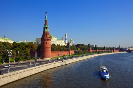 moskva river: Kind to the Moscow Kremlin  and   Moskva River