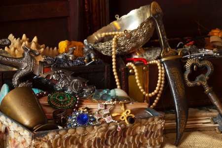 pirate treasure: Old treasure chests with vintage gems and jewellery Stock Photo