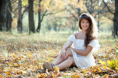happy seasonable: Outdoor portrait of long-haired girl  in autumn