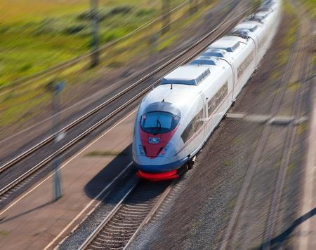 treno espresso: Treno ad alta velocit� passeggeri in movimento