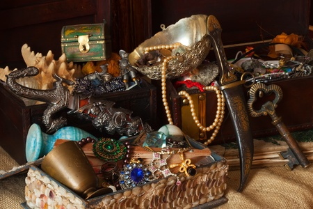 Old treasure chests with vintage gems and jewellery Stock Photo - 11938943