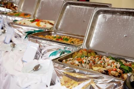 buffet: Buffet verwarmde bakken klaar voor gebruik