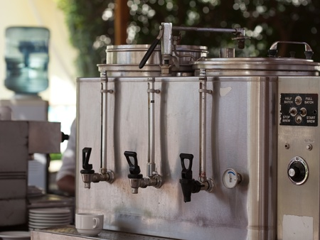 food and drink industry: macchina per il caff� e in esterno dotata di caff� Archivio Fotografico