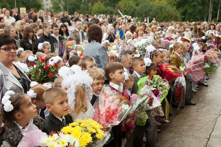 VLADIMIR, RUSSIA - SEPTEMBER 1: Day of Knowledge. First day of school. September 1, 2011 in Vladimir, Russia.Children and parents before secondary school � 36, now school has 1738 pupils Stock Photo - 13267016