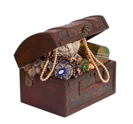 cofre del tesoro: Tronco de tesoro de madera con joyas