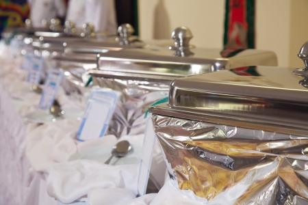 buffet: Buffet verwarmde trays klaar voor gebruik Stockfoto