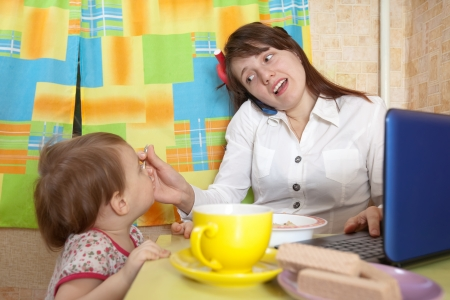 malcontent: Mother and child eating breakfast in a hurry