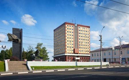 censo: Ivanovo, Rusia - 27 de junio: Vista de Ivanovo - Plaza de la Revoluci�n el 27 de junio de 2012 en Ivanovo, Rusia. Ivanovo ciudad conocida como el centro de la industria textil a partir de 1561. Poblaci�n: 409.277 (Censo 2010)