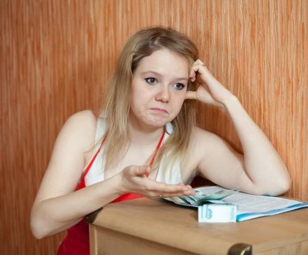 decide: La mujer decide sobre los problemas financieros en el hogar