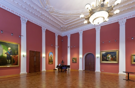 art museum: YAROSLAVL, RUSSIA - JULY 28: Interior of The Governor house in July 28, 2012 in Yaroslavl, Russia. Residence of Governor of Yaroslavl, built in 1820. Since 1970, in building is located the Art Museum