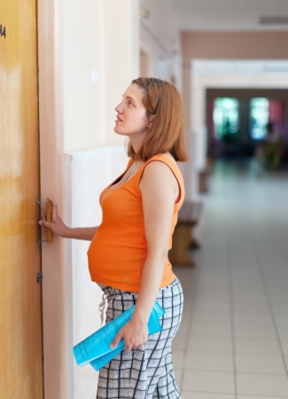 gravida:  pregnant woman comes to the doctor at the clinic