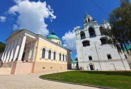 kreml: Wide angle shot of Holy Transfiguration Monastery in Yaroslavl. Russia
