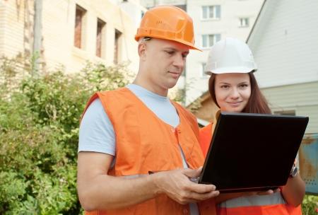 maisonette: Portrait of two builders works at construction site  Stock Photo