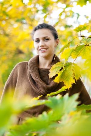 happy seasonable: Portrait of beauty woman in autumn park