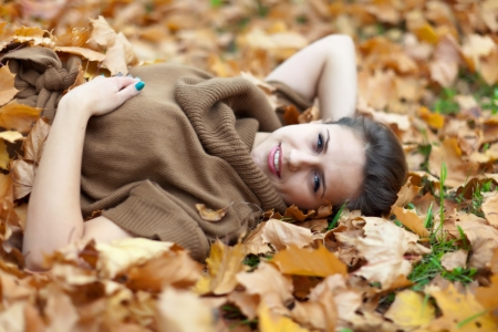 happy seasonable: Portrait of beauty woman in september park