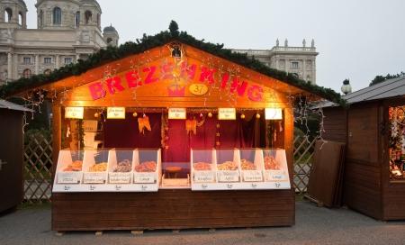 VIENNA, AUSTRIA - NOVEMBER 22:   Christmas Market at Maria-Theresien-Platz   in November 22, 2011 in Vienna, Austria.  Kiosk with baking   Stock Photo - 15699274