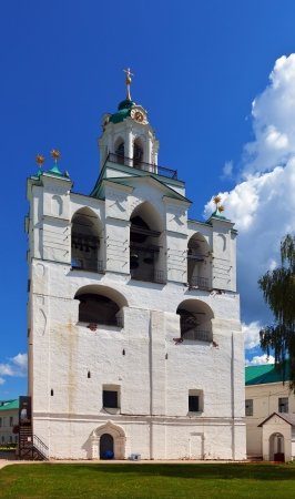 kreml: Belltower in Holy Transfiguration Monastery in Yaroslavl. Russia