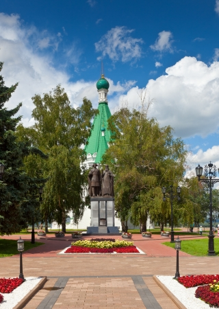 kreml: Cathedral of the Archangel Michael  and monument to the founder of Nizhny Novgorod - George Vsevolodovich and Bishop Simon