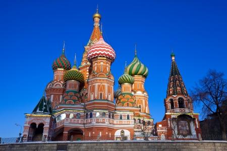 Intercesión (Catedral de San Basilio) en Moscú en invierno, Rusia