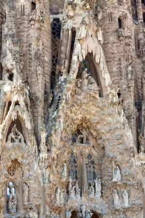 heilige familie: Detail der Basilika und Statuen, Kirche der Heiligen Familie in Barcelona, ??Spanien Editorial
