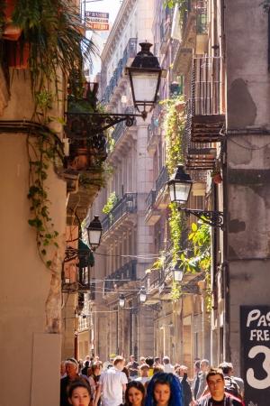 gotico: BARCELONA, ESPAÑA - 14 de abril: Barrio Gótico, en 14 de abril 2013 en Barcelona, ??España. Es el centro de la ciudad vieja, el nombre del barrio se debe a los edificios conservados, construida en época medieval