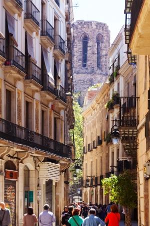 gotico: Barcelona - 14 de abril: pintoresca calle del Barri Gotic en 14 de abril 2013 en Barcelona. Es el centro de la antigua ciudad, uno de los s�mbolos de la ciudad Editorial