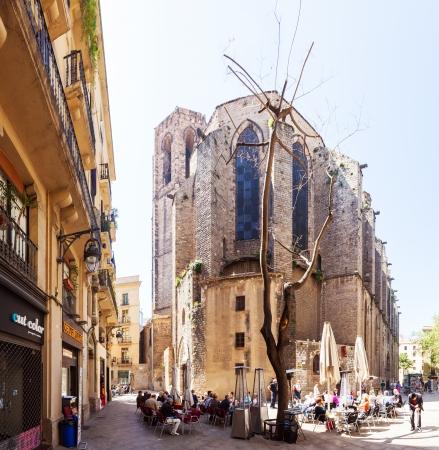 gotico: BARCELONA, ESPA�A - 14 de abril: Santa Maria del Pi y Pla�a del Milicia desconegut en 14 de abril 2013 en Barcelona, ??Espa�a. Es una iglesia g�tica del siglo 14