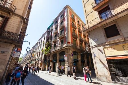 gotico: Barcelona - 14 de abril: pintorescas calles de barrio g�tico, en 14 de abril 2013 en Barcelona. Es el centro de la antigua ciudad, uno de los s�mbolos de la ciudad