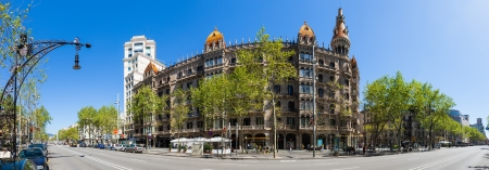 paseig: BARCELONA, SPAIN - APRIL 14: Panorama of Cases Pons in April 14, 2013 in Barcelona, Spain. Was built in 1890�1891 by Catalan architect Enric Sagnier, neo-Gothic style