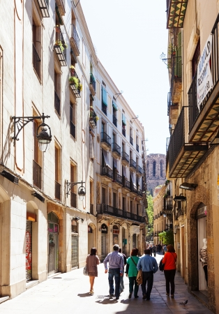 gotico: Barcelona - 14 de abril: Las calles estrechas del Barrio Gótico en 14 de abril 2013 en Barcelona, ??Cataluña. Es el centro de la ciudad vieja, el nombre del barrio se debe a los edificios conservados, construida en época medieval