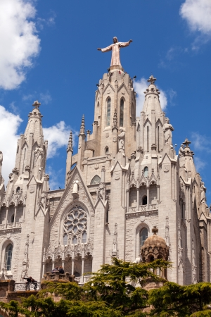 cor: BARCELONA, SPAIN - MAY 18: Temple Expiatori del Sagrat Cor in May 18, 2013 in Barcelona, Spain. Construction of  Church dedicated to the Sacred Heart, lasted from 1902 to 1961