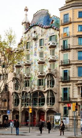 paseig: BARCELONA, SPAIN - APRIL 8: Casa Batllo at Passeig de Gracia in April 8, 2013 in Barcelona, Spain. Was built in 1904 by Catalan architect Antoni Gaudi, Catalan modernism architecture style Editorial