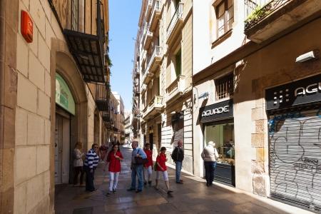 gotico: Barcelona - 14 de abril: las calles pintorescas del Barrio G�tico en 14 de abril 2013 en Barcelona, ??Catalu�a. Es el centro de la ciudad vieja de Barcelona. Centro de la vida tur�stica Editorial
