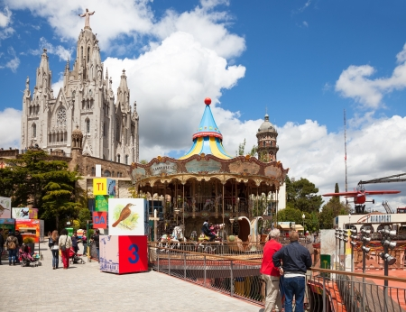 BARCELONA, SPAIN - MAY 18: Amusement Park and Temple at Tibidabo in May 18, 2013 in Barcelona, Spain.  Park is oldest amusement park in Spain.Сhurch dedicated to Sacred Heart, lasted from 1902 to 1961 Stock Photo - 20345259