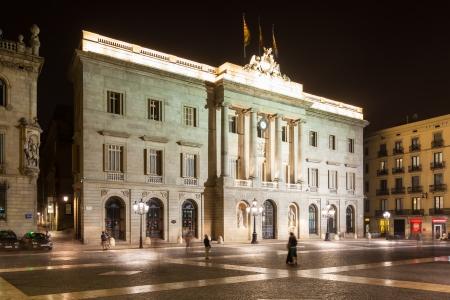 gotico: vista nocturna del antiguo ayuntamiento de Barcelona, ??Espa�a