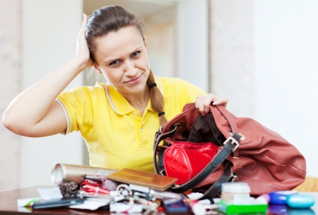 ransack: beautiful woman can not finding anything in her handbag