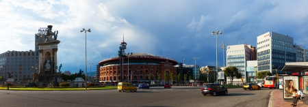 espanya: BARCELONA, SPAIN - AUGUST 8: Panorama of Plaza de Espana with Arena in August 8, 2013 in Barcelona, Spain.  Square was built for the Exposicion Universal de Barcelona in 1929