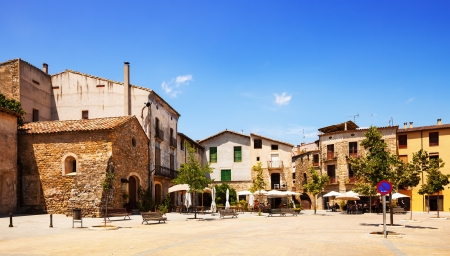 olden day: Old town square. Besalu. Catalonia Editorial