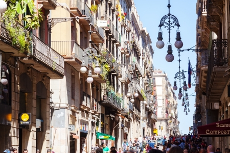 gotico: BARCELONA, ESPA�A - 14 de abril: Barrio G�tico, en 14 de abril 2013 en Barcelona, ??Espa�a. Es el centro de la antigua ciudad, uno de los s�mbolos de la ciudad