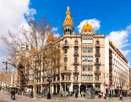 paseig: BARCELONA, SPAIN - MARCH 28: Cases Pons in March 28, 2013 in Barcelona, Spain. Was built in 1890–1891 by Catalan architect Enric Sagnier Editorial