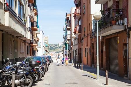 censo: BARCELONA, ESPA�A - 13 de abril: empinadas calles de Badalona en 13 de abril 2013 en Barcelona, ??Espa�a. Badalona fue fundada por los romanos en el siglo tercero antes de Cristo. Poblaci�n: 220.977 (Censo 2012)